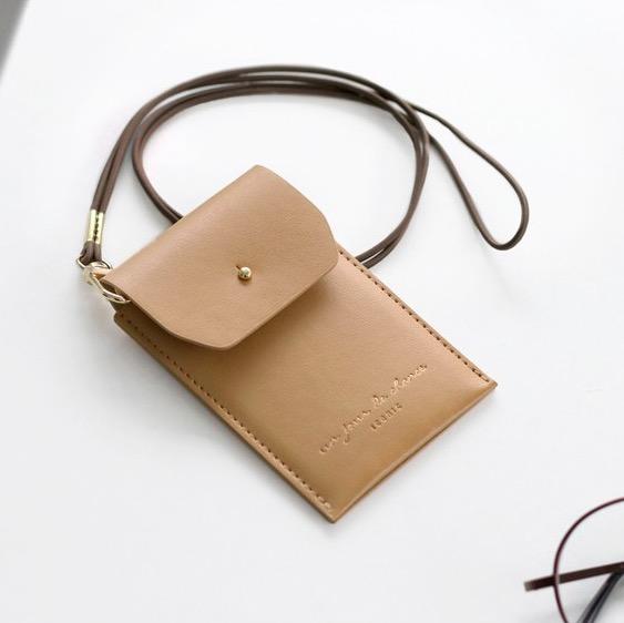 Держатель для пропуска Slit neck card pocket - бежевый